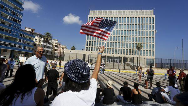 EEUU levantarán el embargo a Cuba solo con un nuevo régimen - Sputnik Mundo