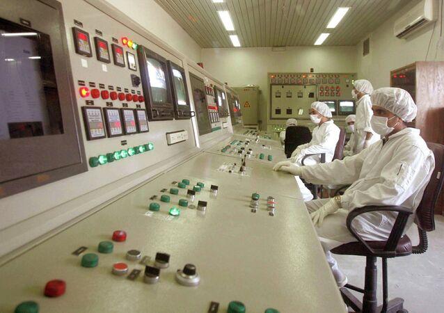 Técnicos de la Organización de Energía Atómica de Irán en la sala de control de la central nuclear de Isfahan (archivo)