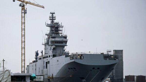 Portahelicóptero Sebastopol de clase Mistral en el astillero de la empresa STX Europe en Saint-Nazaire - Sputnik Mundo