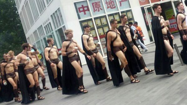 Detienen a 100 personas disfrazadas de espartanos en China - Sputnik Mundo
