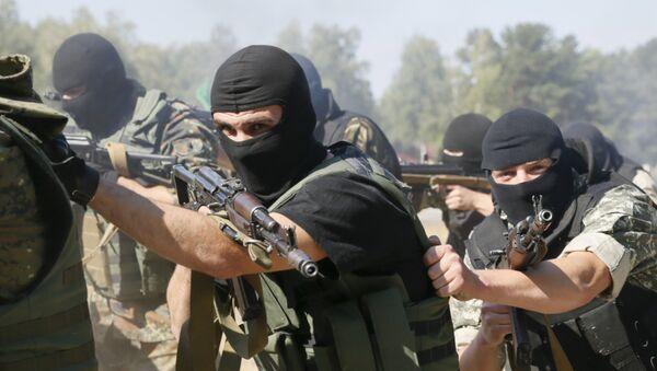 Entrenamiento de los combatientes de la Guardia Nacional ucraniana - Sputnik Mundo