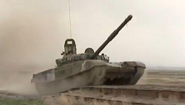 Tanques rusos en Armenia - Sputnik Mundo