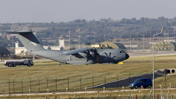 A Turkish Air Force A400M tactical transport aircraft is parked at Incirlik airbase in the southern city of Adana, Turkey, July 24, 2015 - Sputnik Mundo