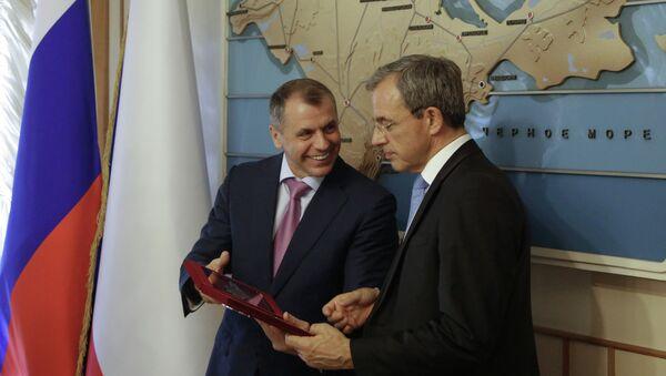 Jefe del Consejo de Estado de Crimea, Vladímir Konstantínov y diputado de la Asamblea Nacional de Francia, Thierry Mariani en Crimea - Sputnik Mundo
