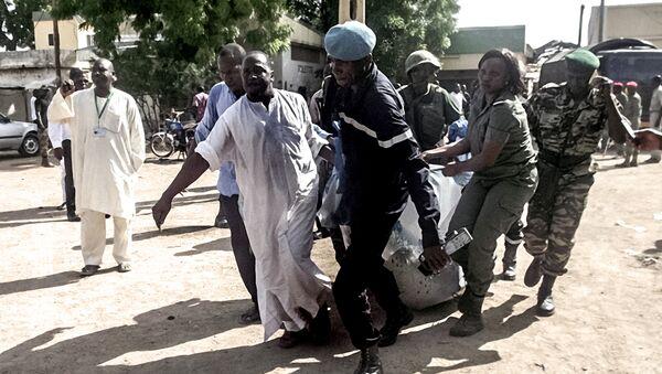 Transportación de las vìctimas del ataque terrorista al norte de Camerún - Sputnik Mundo