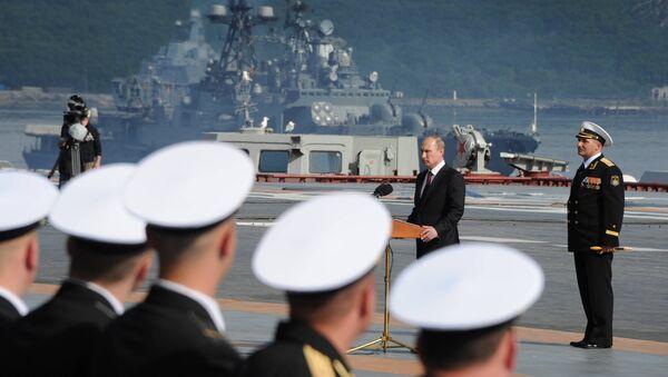 El presidente de Rusia, Vladímir Putin, participa en los festejos por el Día de la Armada Rusa (archivo) - Sputnik Mundo