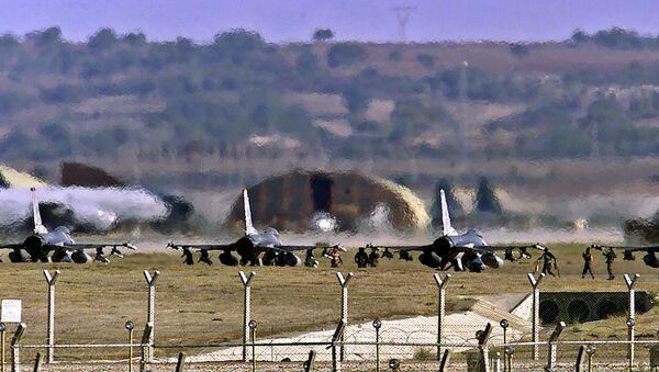 Cazas F-16 de EEUU en la base aérea de Incirlik - Sputnik Mundo