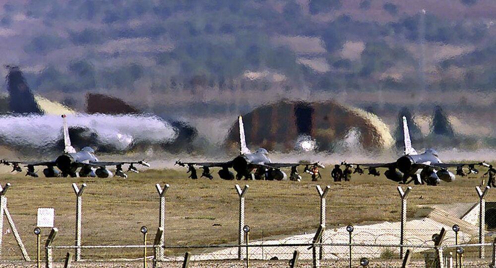 Cazas F-16 de EEUU en la base aérea de Incirlik (archivo)