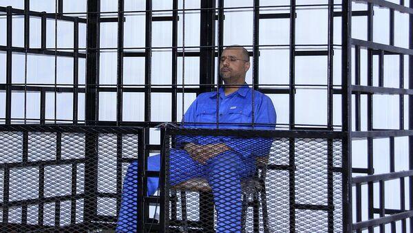 Seif al-Islam, hijo de Muamar Gadafi, durante la audiencia en Zintan, Libia (Archivo) - Sputnik Mundo