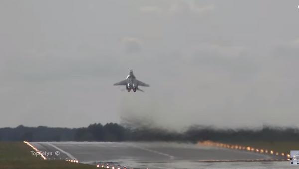 Vuelo vertical de un MiG-29 - Sputnik Mundo
