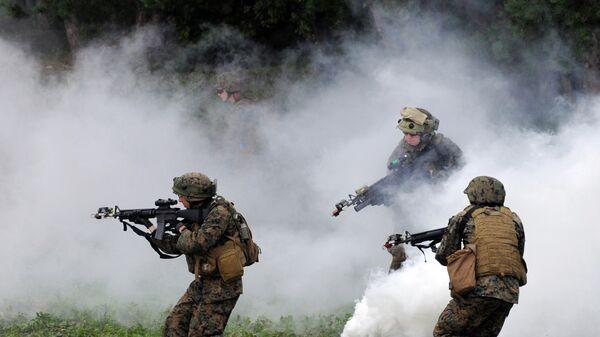 Soldados estadounidenses durante los ejercicios en Ucrania - Sputnik Mundo