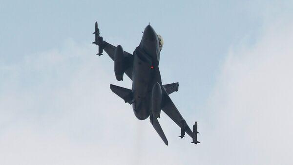 Un caza F-16 turco - Sputnik Mundo