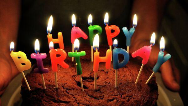 Pastel de cumpleaños - Sputnik Mundo