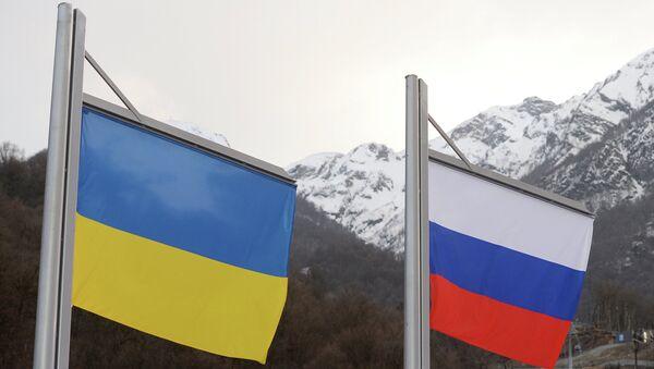 Banderas de Ucrania y Rusia - Sputnik Mundo