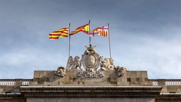 Banderas de España y Cataluña en Barcelona - Sputnik Mundo