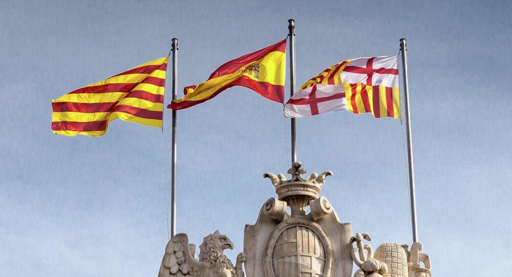 Banderas de España y Cataluña en Barcelona (imagen referencial)