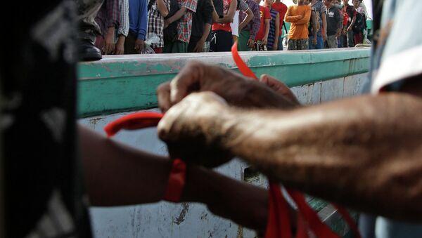 Pescadores birmanos recientemente rescatados en Indonesia - Sputnik Mundo