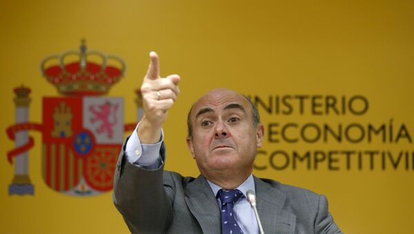 Spain's Economy Minister Luis de Guindos gestures during a news conference at the economy ministry in Madrid, Spain - Sputnik Mundo