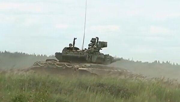 Tanques T-90 se entrenan cerca de Moscú - Sputnik Mundo