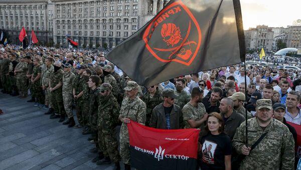 Miembros del movimiento radical Pravy Sektor en el centro de Kiev, Ucrania (archivo) - Sputnik Mundo