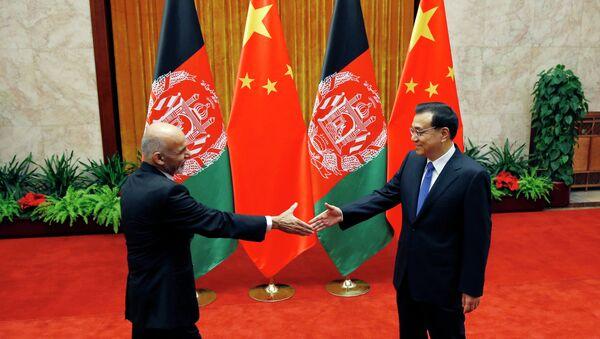 Reunión de primer ministro de China, Li Keqiang, y presidente de Afganistán, Ashraf Ghani (Archivo) - Sputnik Mundo