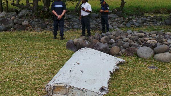 Pieza que podría pertenecer al avión del vuelo MH370 - Sputnik Mundo