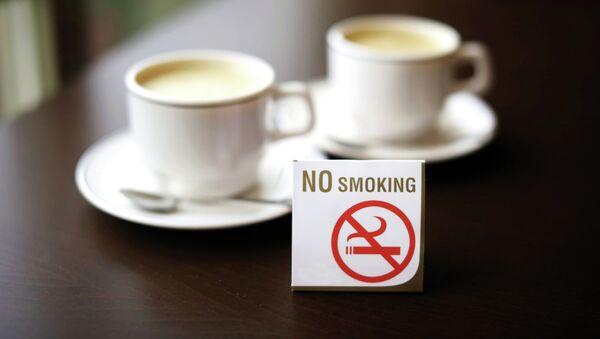 Signo No fumar en el café - Sputnik Mundo