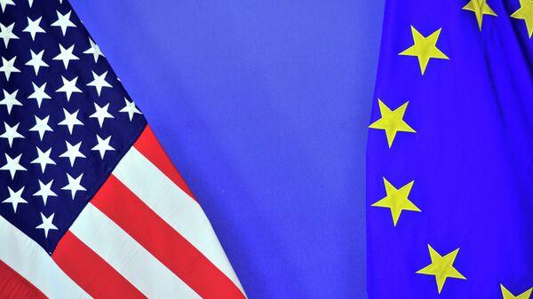 Banderas de EEUU y la UE - Sputnik Mundo