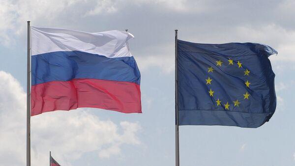 Banderas de Rusia y de la Unión Europea (archivo) - Sputnik Mundo