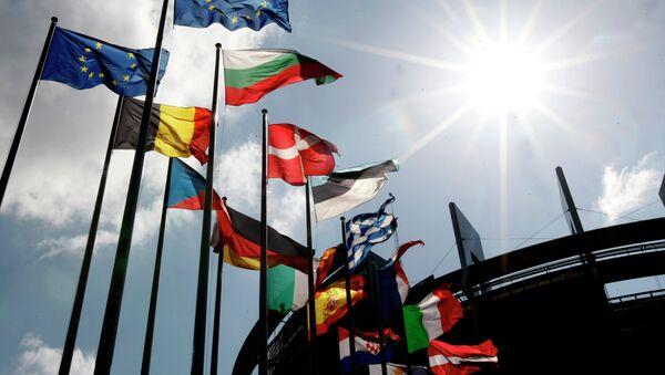Banderas de los países miembros de la UE - Sputnik Mundo