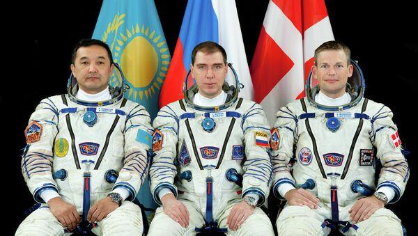 Cosmonauta kazajo, Aydyn Aimbetov, cosmonauta ruso Serguéi Vólkov y danés Andreas Mogensen - Sputnik Mundo