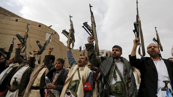 Partidarios del grupo Ansar Alá, también conocidos como hutíes - Sputnik Mundo