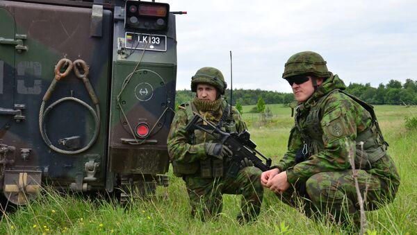 Soldados lituanos de la brigada motorizada Lobo de Hierro durante ejercicios - Sputnik Mundo