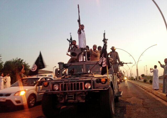 Milicianos del grupo yihadista Estado Islámico en Mosul, Irak