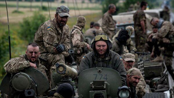Un vehículo blindado del ejército de Ucrania en Donetsk (archivo) - Sputnik Mundo