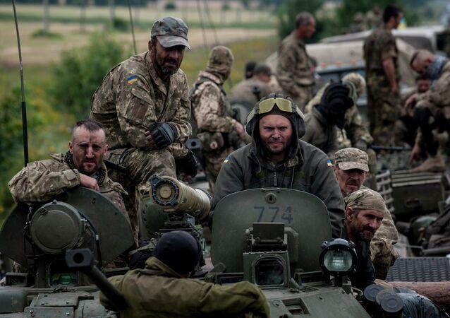 Un vehículo blindado del Ejército de Ucrania en Donetsk