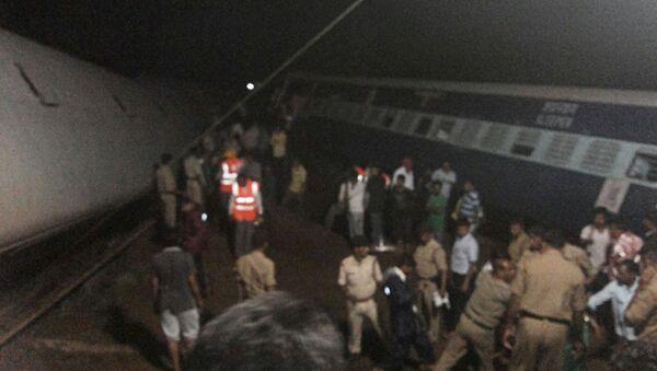 El  sitio del descarrilamiento del tren cerca de Harda, Madhya Pradesh - Sputnik Mundo