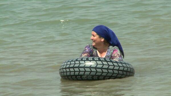 Primera playa exclusiva para mujeres de Chechenia - Sputnik Mundo