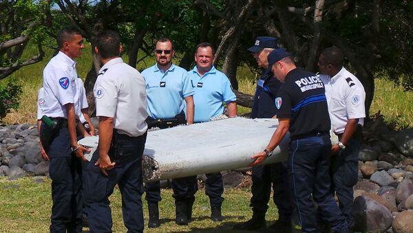 Pieza que pertenece al avión del vuelo MH370 - Sputnik Mundo