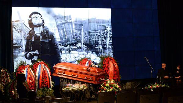 Hace un año murió en Donbás el periodista Andréi Stenin - Sputnik Mundo