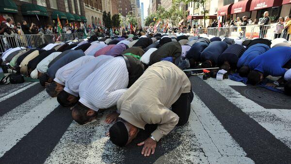 Musulmanes rezan en Nueva York - Sputnik Mundo