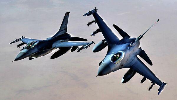 Cazas F-16 estadounidenses - Sputnik Mundo