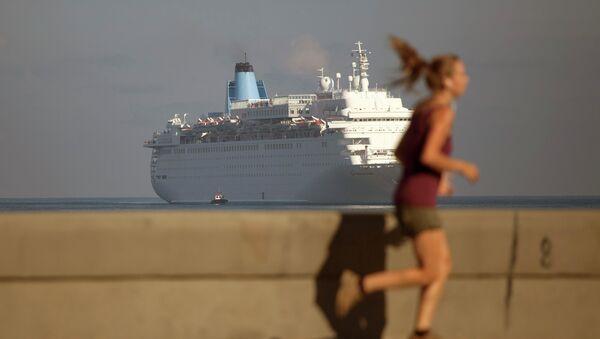 Barco norteamericano Thomson Dream en la Bahía de La Habana - Sputnik Mundo