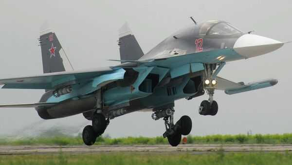 Bombardero Su-34 dotado con el sistema antimisil Khibiny - Sputnik Mundo