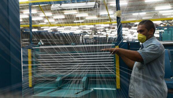 Una fábrica textil en Ahmedabad, India - Sputnik Mundo