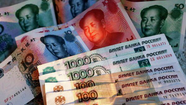 Yuanes y rublos (imagen referencial) - Sputnik Mundo
