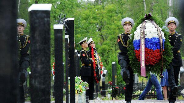 Homenaje a las víctimas de la catástrofe del submarino nuclear Kursk en San Petersburgo - Sputnik Mundo