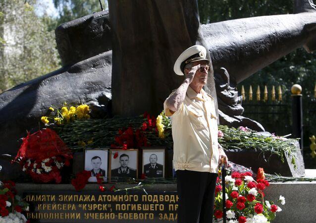 Ceremonia de homenaje a las víctimas de accidente de submarino Kursk