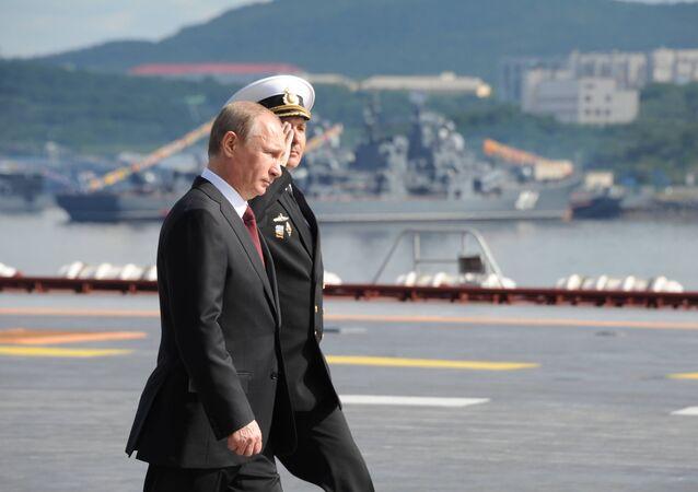 Presidente de Rusia, Vladímir Putin, a bordo del portaaviones Almirante de la Flota de la Unión Soviética Kuznetsov