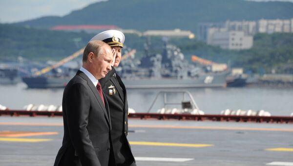 Presidente de Rusia, Vladímir Putin, a bordo del portaaviones Almirante de la Flota de la Unión Soviética Kuznetsov - Sputnik Mundo